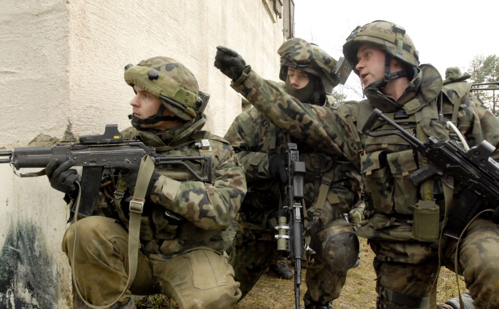 Polish army soldiers of the 18th Airborne Assault Battalion receive orders to advance on a building during a training exercise at the Joint Multinational Readiness Center (JMRC) in Hohenfels, Germany, Dec. 14, 2006. Senior polish military leaders visited  approximately 500 of their soldiers who are training at the JMRC in preparation for their country's first-ever deployment to Afghanistan. (U.S. Army photo by Gary L. Kieffer) (Released)
