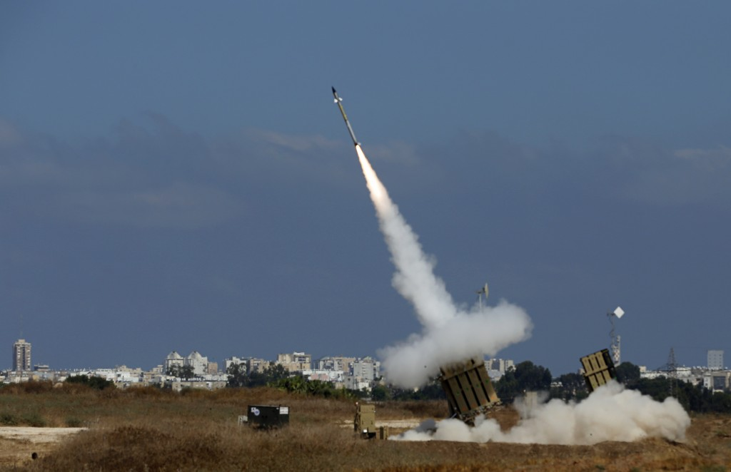An Iron Dome launcher fires an interceptor rocket in the southern Israeli city of Ashdod July 9, 2014. At least two rockets fired from the Gaza Strip at Tel Aviv on Wednesday were shot down mid-air by Israel's Iron Dome defense system, the Israeli military said. REUTERS/Baz Ratner (ISRAEL - Tags: POLITICS MILITARY CIVIL UNREST CONFLICT TPX IMAGES OF THE DAY) - RTR3XQYZ